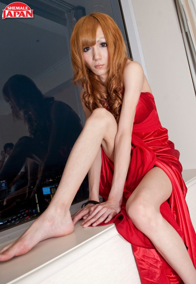 Miki: Lady In Red!